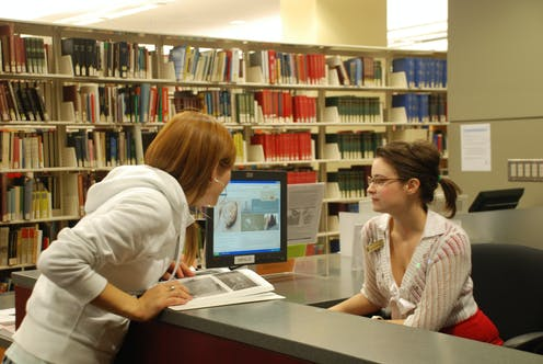 how to become a librarian